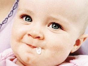三个月的宝宝吐奶怎么办